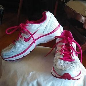 Nike Zoom Air athletic shoes sneakers 8.5 NWOT